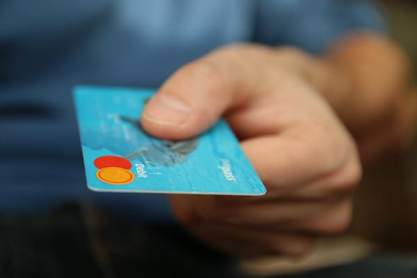 4 tips to keep you away from credit card troubles